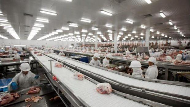 União Europeia pede que Brasil explique fraude da carne