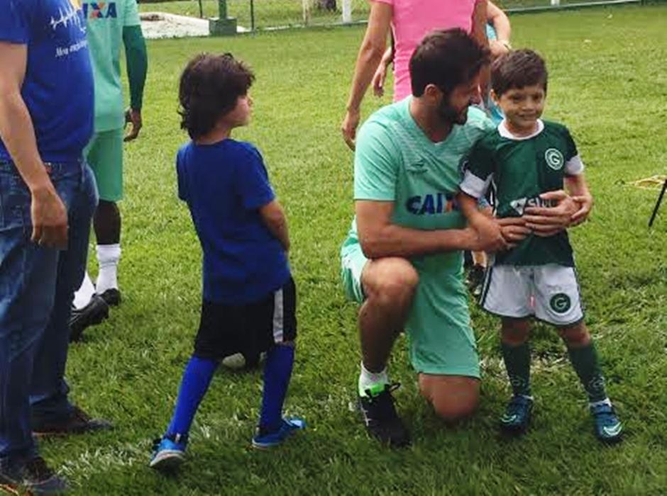Jogadores do Goiás reforçam campanha de conscientização do autismo