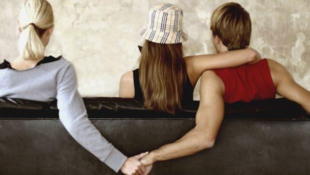 Proposta prevê condenação por danos morais por infidelidade conjugal