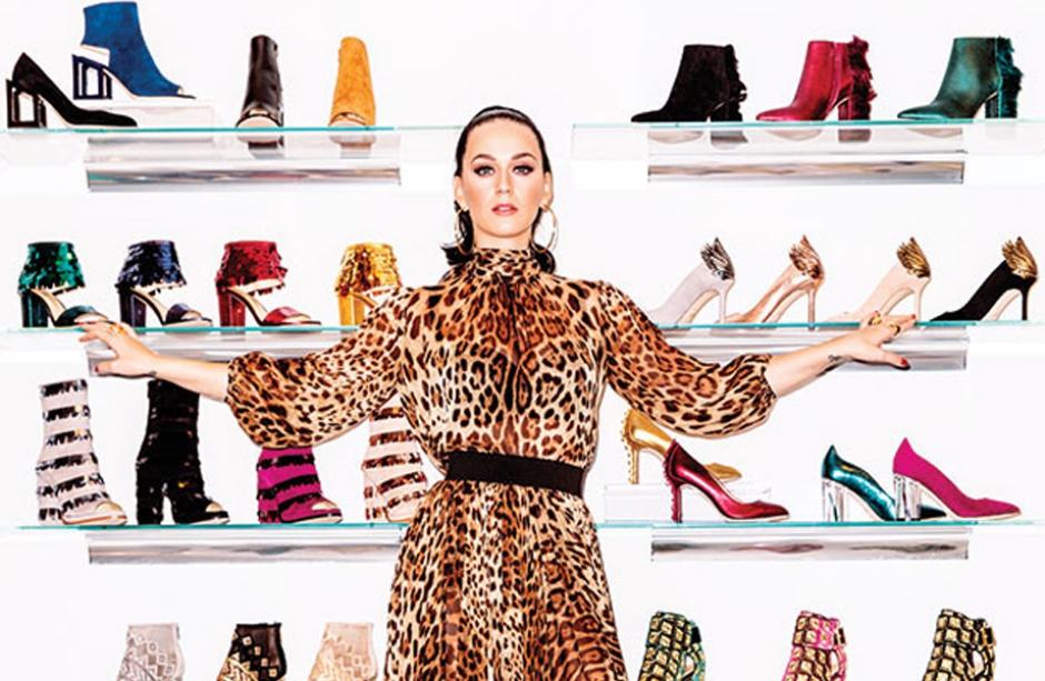 Katy Perry atiça os fãs com mais prévias de uma suposta nova coleção de sapatos