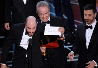 Empresa que cometeu erro no Oscar continuará no evento, mas com ressalva