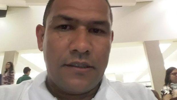 Familiares retiram do IML o corpo do suspeito de matar a menina Ana Clara
