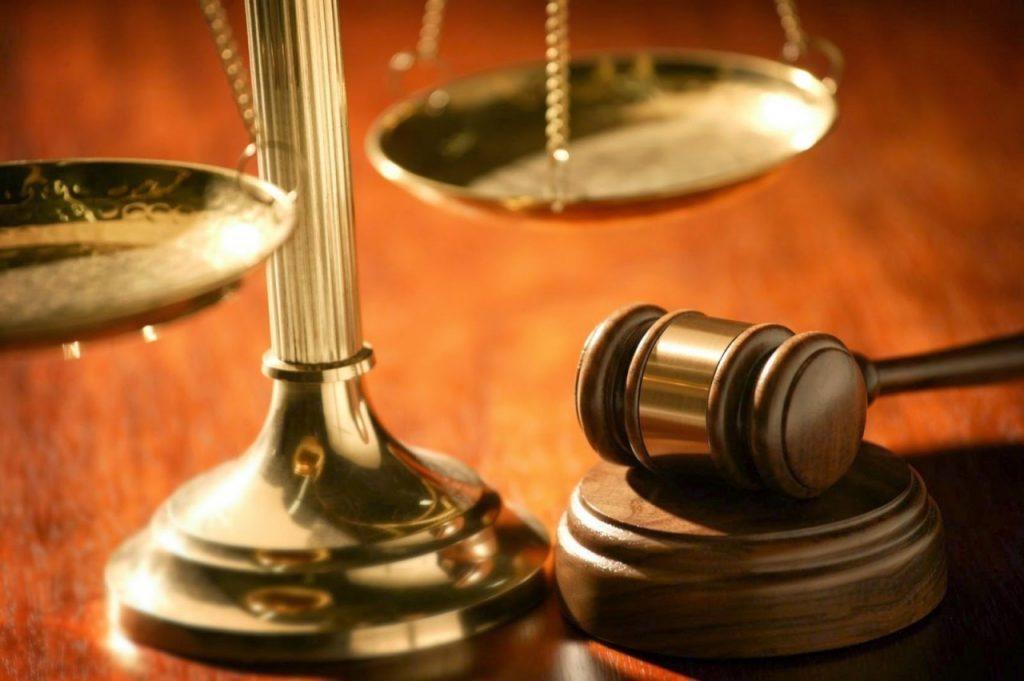 Juiz considera trauma psicológico após assalto e absolve homem detido com arma ilegal