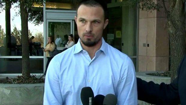 Ator de Power Rangers confessa ter assassinado colega de quarto