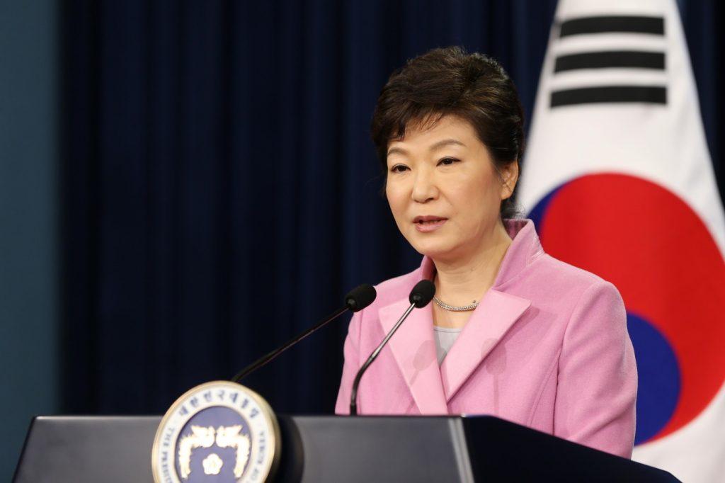 Ex-presidente da Coreia do Sul é detida em investigação de corrupção