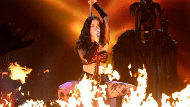Katy Perry tenta comprar convento e é acusada de bruxaria