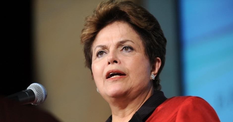 Greve geral mostra que povo é capaz de 'resistir a mais um golpe', diz Dilma