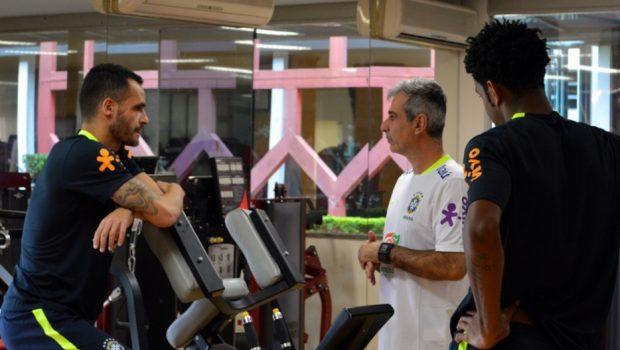 Gil e Renato Augusto já treinam em São Paulo para jogos da seleção