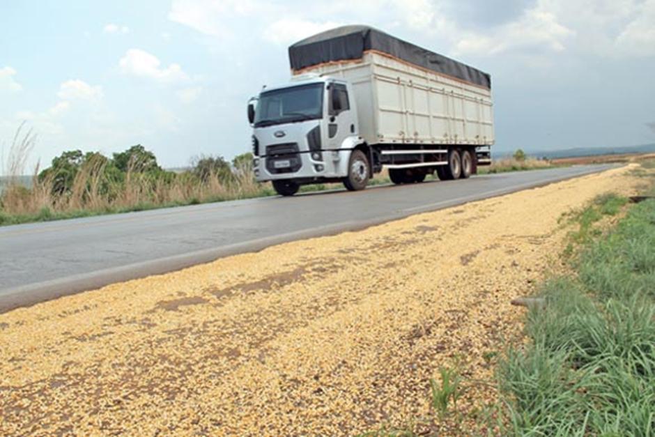 Agrodefesa intensifica a fiscalização do transporte de soja em Goiás