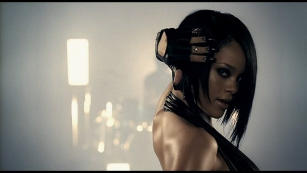"""""""Umbrella"""", de Rihanna, completa 10 anos"""