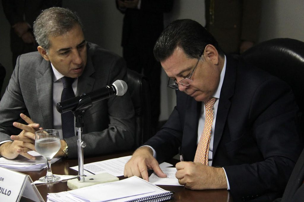 Marconi assina convênio com prefeitos para   qualificar investimentos públicos nos municípios
