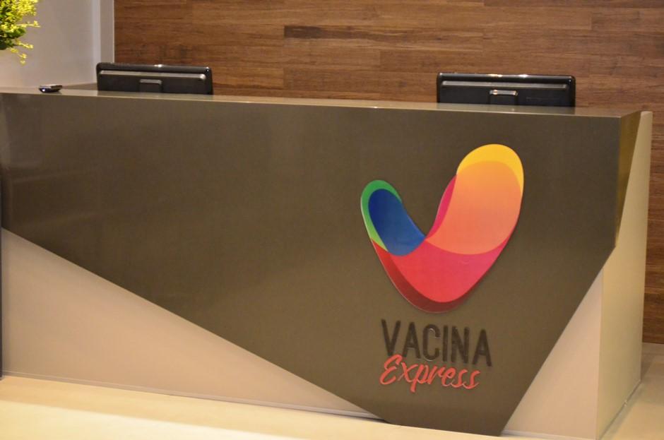 Primeira clínica de vacinas de Aparecida de Goiânia é inaugurada