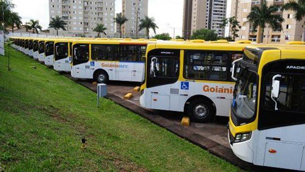 Motoristas de ônibus decidem adiar greve