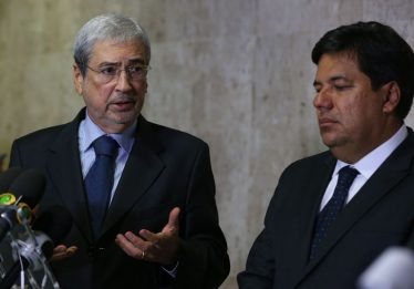 Temer decide exonerar ministros para que votem pela reforma da Previdência