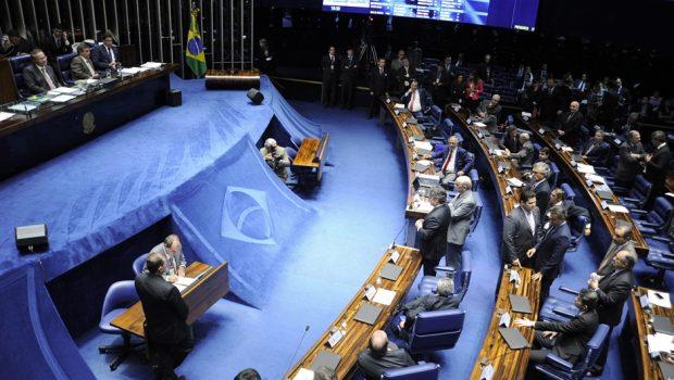 Senadores articulam 'meio-termo' para foro privilegiado