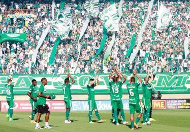 Goiás goleia Vila Nova e caminha para o tricampeonato