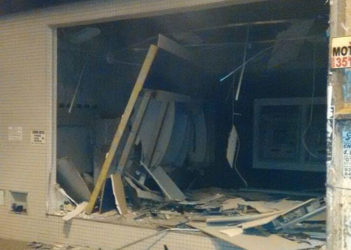 Criminosos detonam explosivos em agência bancária de Goianira