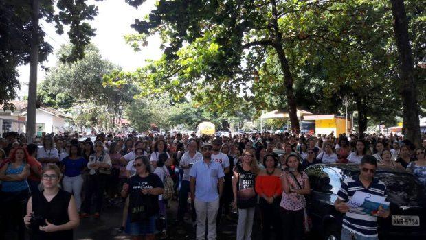 Servidores da Educação da rede municipal de Goiânia aprovam indicativo de greve