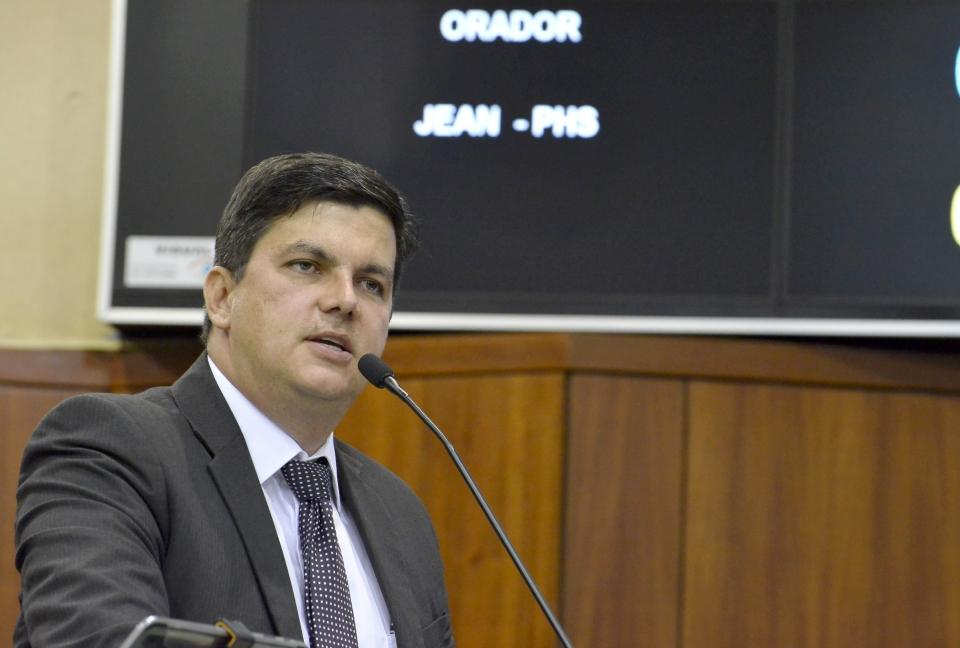 """Deputado Jean acusa Caiado de """"canalhice"""" política em debate sobre contas do Estado"""