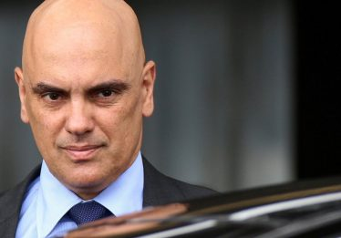 Alexandre de Moraes relata e trava caso sobre ele mesmo no Supremo