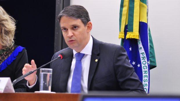 Thiago Peixoto critica o uso das Forças Armadas em protesto