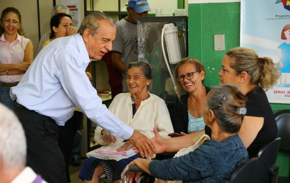 Iris Rezende abre campanha de vacinação para idosos