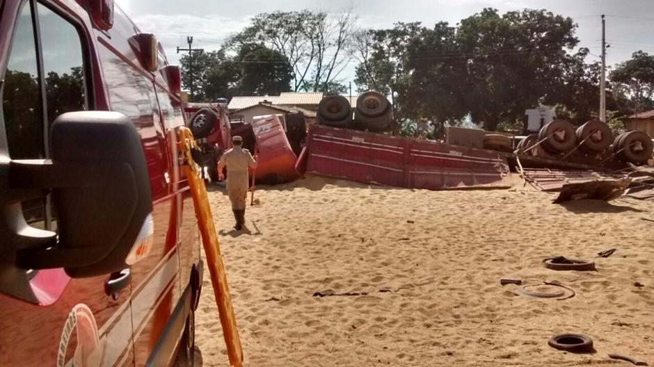 Motorista fica ferido em acidente na GO-070, em Itaberaí