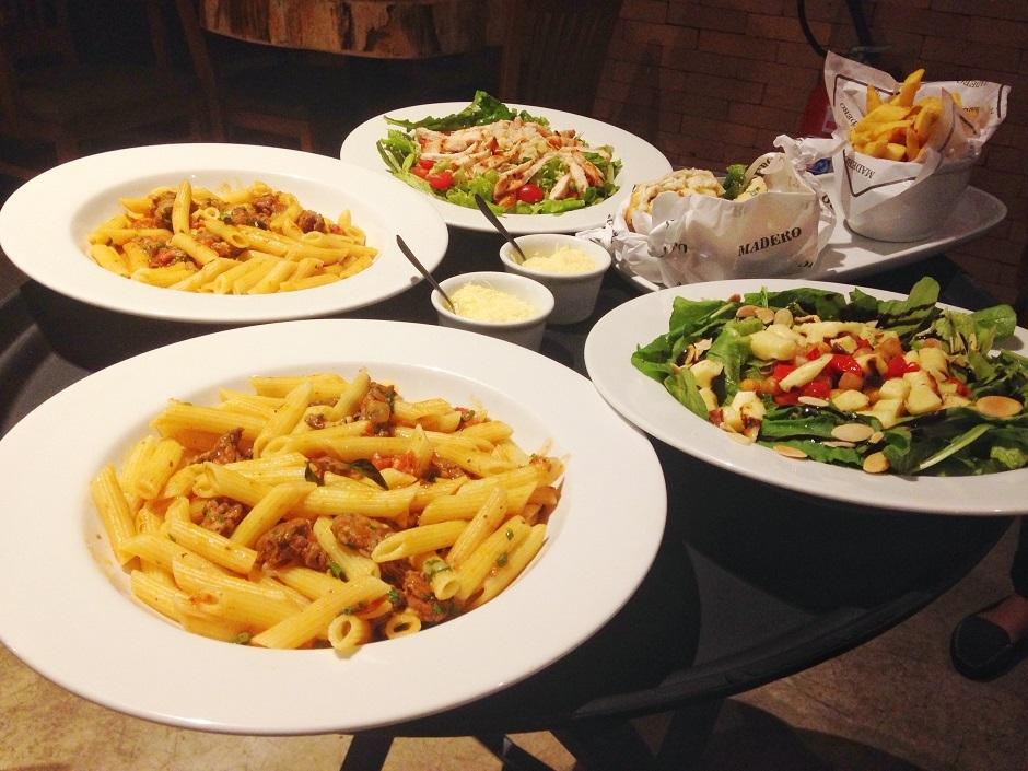 Restaurante Madero lança cardápio fit com saladas e opções leves