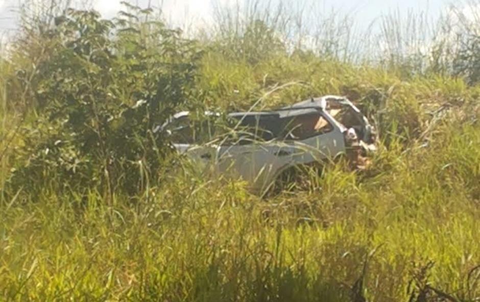 Acidente entre carro e caminhão mata duas pessoas na BR-153