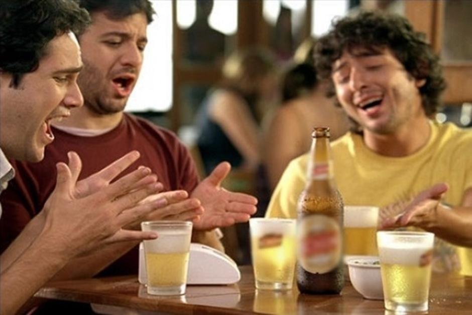 Deputado propõe proibição de propagandas de bebidas alcoólicas em Goiás