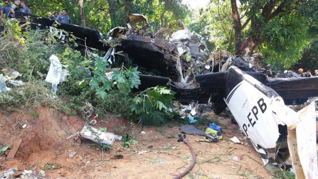 IML libera corpos de vítimas da queda do avião em Sorocaba
