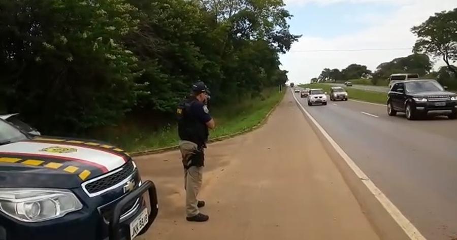 Movimento intenso e imprudência marcam véspera do feriadão nas rodovias federais em Goiás