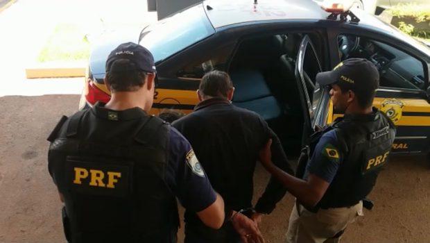 Homem é preso após agredir verbalmente policiais e fugir do bloqueio da PRF