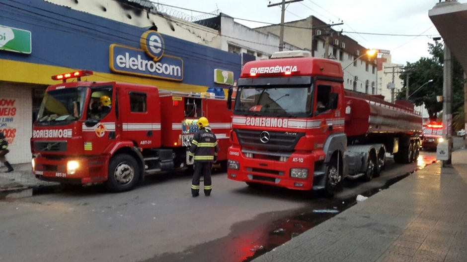 Incêndio atinge loja de eletrodomésticos no Centro de Goiânia
