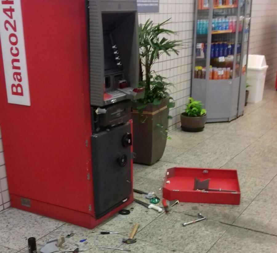 PM flagra menor arrombando caixa eletrônico em Aparecida de Goiânia