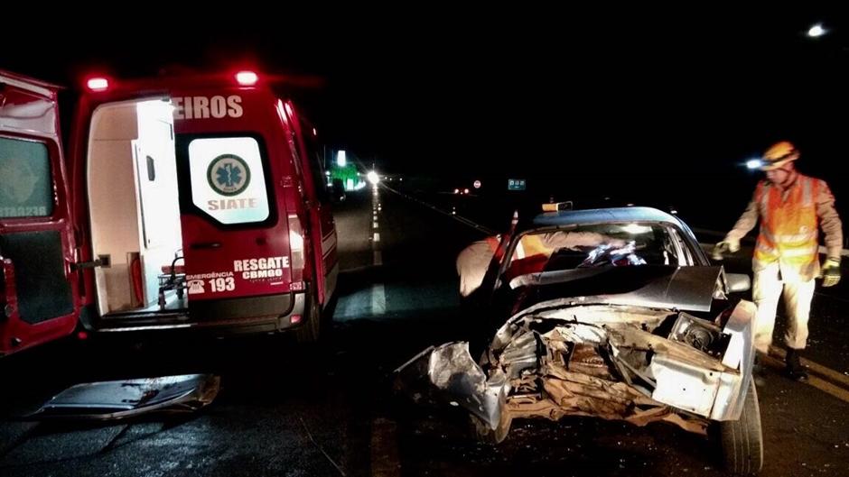 Homem morre após carro bater em caminhão na BR-020, em Formosa