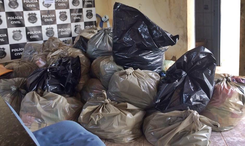 Polícia Civil apreende mais de 4 mil peças de roupas falsificadas em Jaraguá