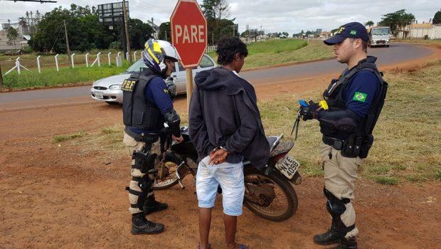 PRF prende condutor por uso de documento falso e apreende menor com veículo furtado