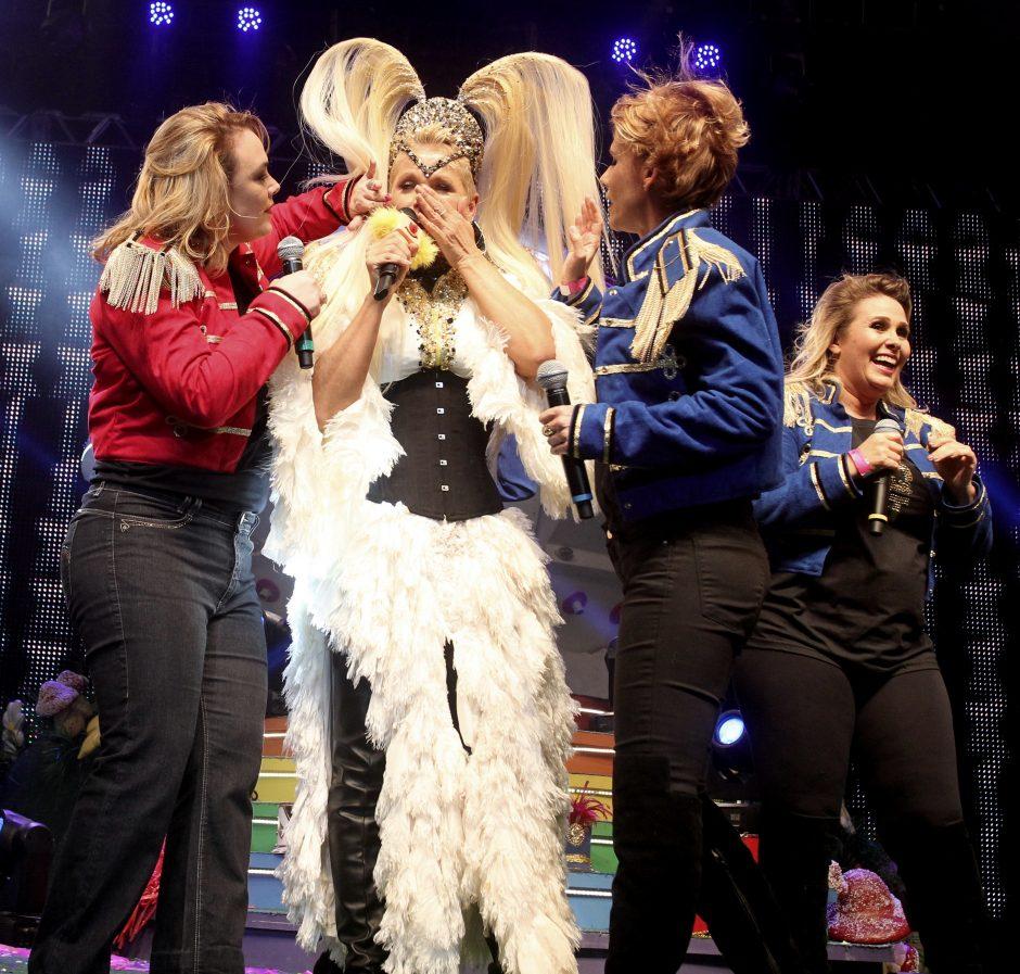 """Xuxa dá início à turnê """"Xuchá"""" no Rio de Janeiro e show tem momento inusitado"""