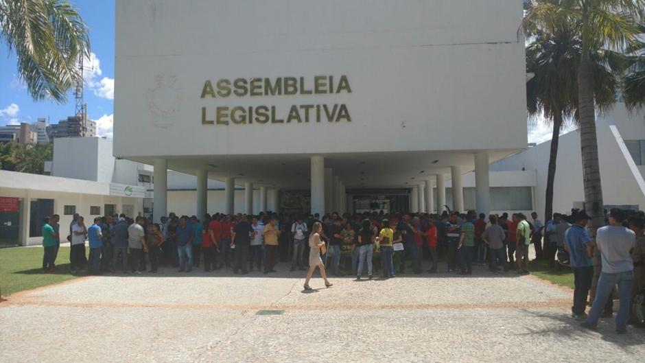 Trabalhadores goianos paralisam atividades nesta sexta; manifestação começa em frente à Alego