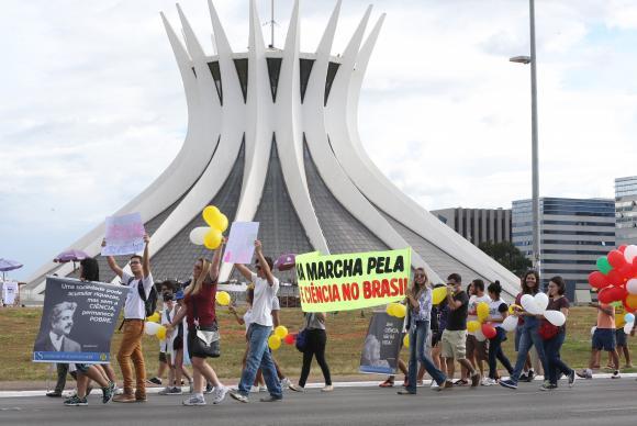 Na Marcha pela Ciência, pesquisadores pedem mais apoio para o setor no Brasil