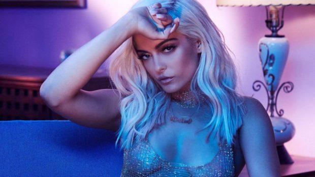 """Bebe Rexha manda recado para Donald Trump em show: """"f***-se"""""""