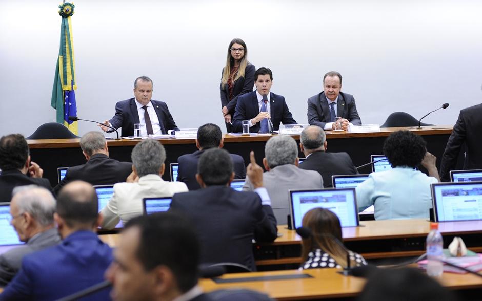 Placar da Previdência mostra 275 votos contra e 101 a favor da reforma