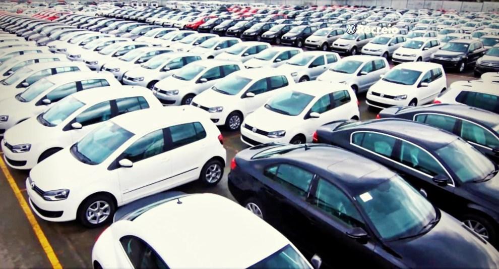 Vendas de carros voltam a subir depois de 26 meses