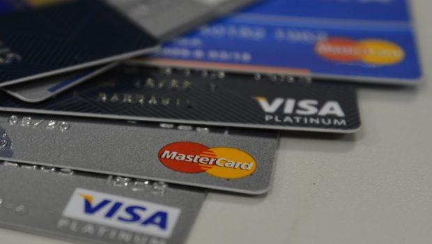 Casas de câmbio já aceitam cartão de crédito na compra de moedas estrangeiras