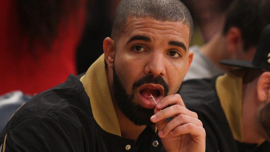 Fã invade casa de Drake para usar seu moletom e beber refrigerante