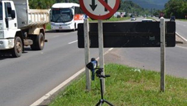 Deputado apresenta projeto para proibir radares camuflados em rodovias goianas