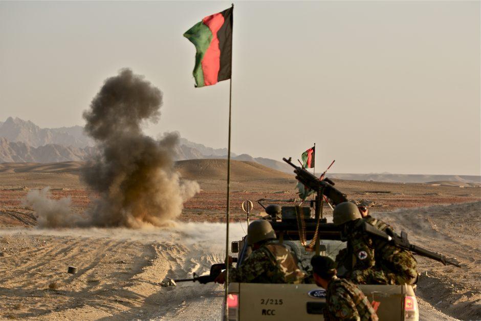 Afeganistão: ataque a complexo militar deixa mais de 100 vítimas