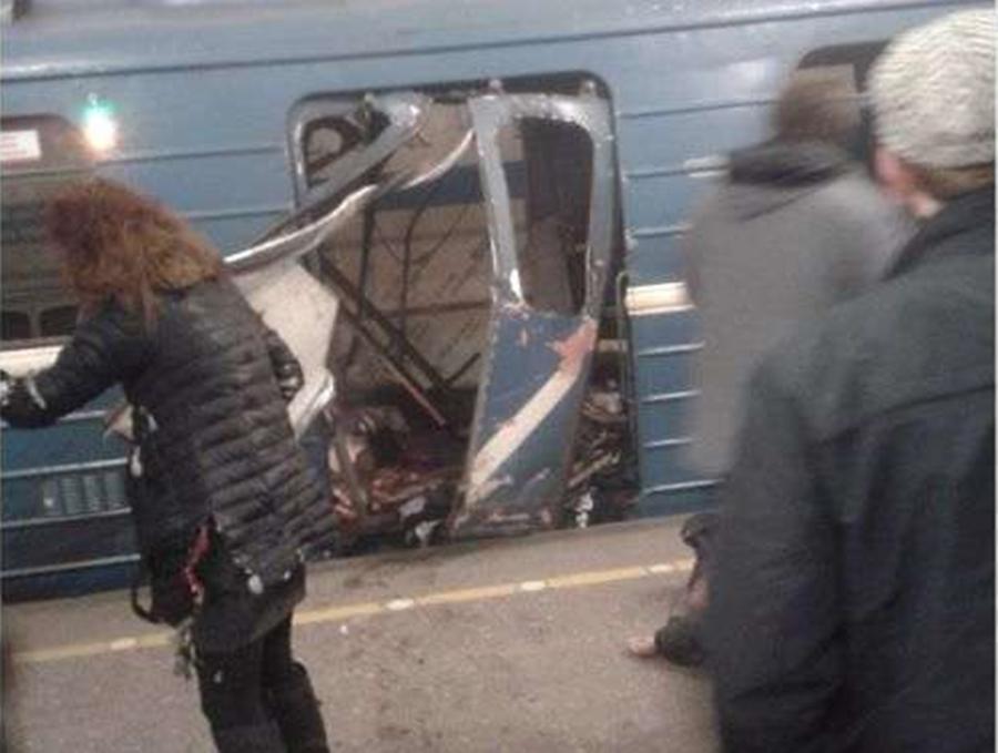 Ao menos 50 pessoas ficaram feridas em explosão de metrô em São Petersburgo