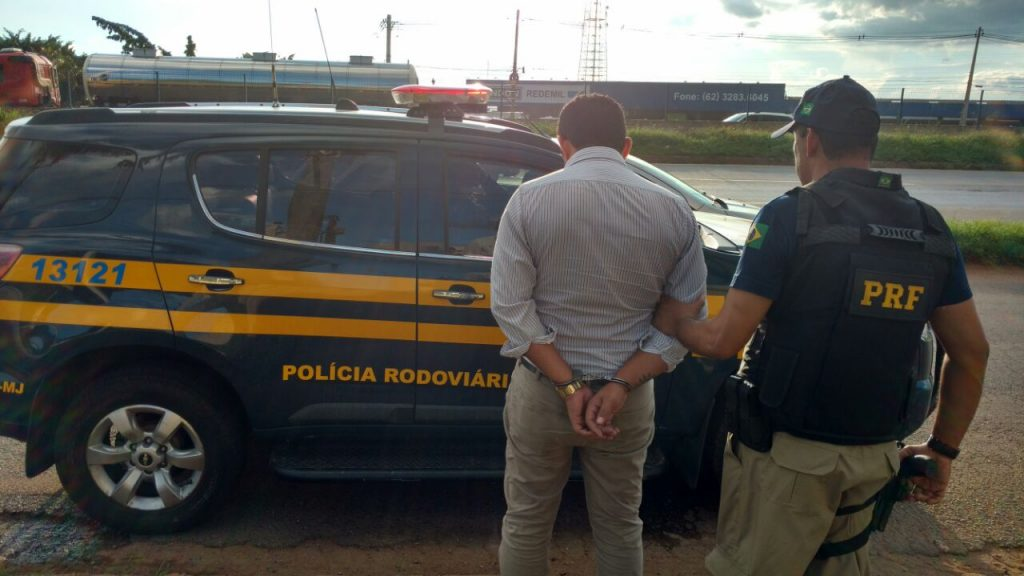 PRF apreende carro com placas roubadas e prende suspeito em Aparecida de Goiânia